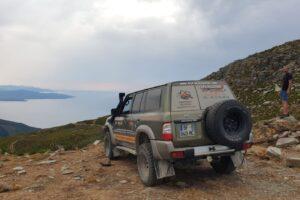 esplorazione-in-corsica-voiture-vue-mer